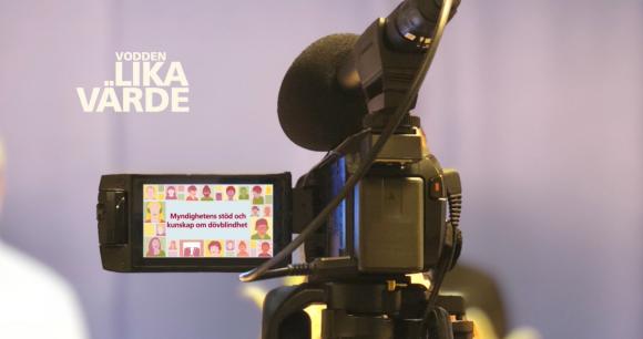 En videokamera sedd bakifrån med texten Vodden Lika värde på bilden