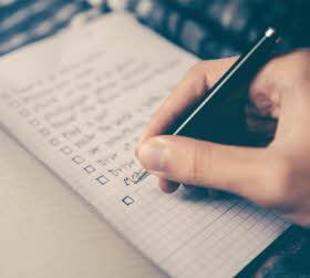 En att-göra lista med bra idéer skrivs ner.